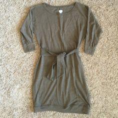 "Converse taupe 3/4 sleeve long sweatshirt 33 1/2"" long sweatshirt. Brown taupe color. 3/4 length sleeves. Bust 17"" Converse Sweaters Crew & Scoop Necks"