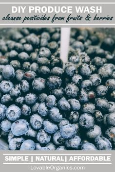 How to Cleanse Berries from Pesticides & Sprays Raspberry Crisp, Blackberry Cobbler, Most Nutritious Foods, Eating Organic, Diy Cleaning Products, Compost, Food Hacks, Cleanse, Blueberry