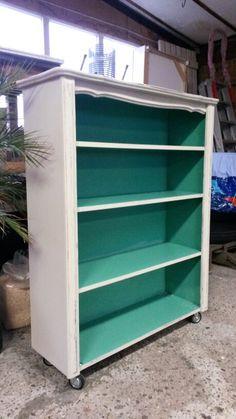 #Magnolia Vintage Styling# Vintage boekenkastje met stoere zwenkwielen.