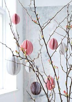 25+ DIY Deko Ideen zu Ostern, Osterstrauch mit Papierschmuck verzieren