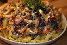Kantareller & färsk pasta… Tillagat DELUXE! | Kryddburken Japchae, Pizza, Spaghetti, Stuffed Mushrooms, Food Porn, Food And Drink, Veggies, Vegetarian, Chicken