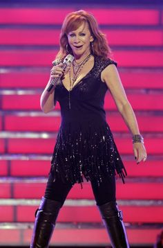 Reba McEntire, 'Everyday People,' Oklahoma Benefit Concert 'Healing In The Heartland' Performance VIDEO Country Music Artists, Country Music Stars, Country Singers, Country Women, Country Girls, Great Women, Amazing Women, Reba Mcentire, Lynda Carter