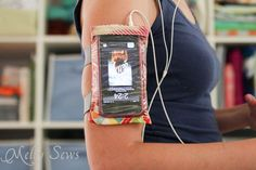 DIY armband case for touchscreen devices - a tutorial by Melly Sews