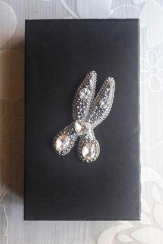 #бисер #bead #brooch #брошь #стразы #crystal #handmade #ручнаяработа #ножницы #scissors #вышивка #embroidery #fashion #брошьизбисера