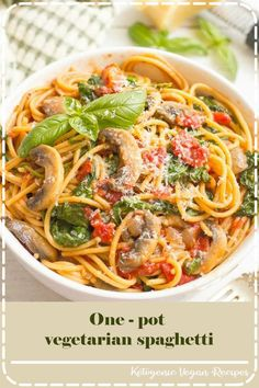 One-Pot Vegetarian Spaghetti. Vegetarian spaghetti with mushrooms and spinach makes an easy healthy one-pot pasta dinner thats ready in 25 minutes! Vegetarian Spaghetti, One Pot Vegetarian, Vegetarian Recipes Easy, Vegetarian Cooking, Easy Dinner Recipes, Pasta Recipes, Cooking Recipes, Dinner Ideas, Meal Ideas