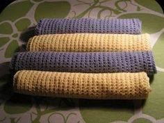 Videreudvikling af karkludeopskrift. Opskrift står nederst. Så gik det videre fra hyacintblå karklude til en frisk gul farve fra Rowan....