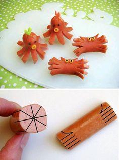 Interesting and creative food art. Hotdog octopus and crabs. Kawaii Bento, Cute Bento, Bento Kids, Bento Box Lunch, Octopus Hotdogs, Hot Dog Octopus, Cute Food, Good Food, Funny Food