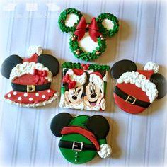 Mickey and Minnie Christmas Cookies - New Ideas Mickey Mouse Christmas, Noel Christmas, Christmas Goodies, Christmas Treats, Christmas Baking, Christmas Sugar Cookies, Christmas Cupcakes, Cute Cookies, Cupcake Cookies