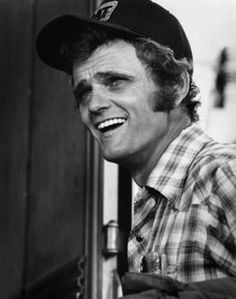 Jerry Reed, country singer, guitarist, actor, songwriter played in Smokey and the Bandit. ~ a favorite Country Music Stars, Country Music Singers, Jerry Reed, Glen Campbell, Smokey And The Bandit, Burt Reynolds, Thanks For The Memories, Cinema, Before Us