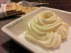 Maionese vegetale (vegana). Una maionese senza uova, leggera e delicata, ma buona come quella originale. Da provare!