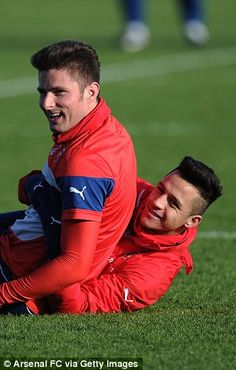 Sanchez and Giroud lark about before the FA Cup game .... hoping for a good result today