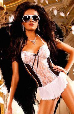 Baci Pokojówka komplet Ten rozkoszty kostium Francuskiej Pokojówki uszyty z białej koronki i czarnej siateczki, oraz śliczny fartuszek