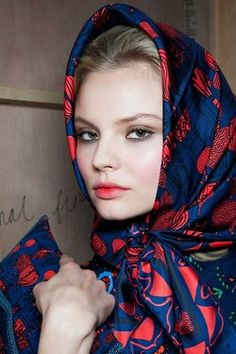 <3<3 Printed silk scarf wrapped around the hair for old movie star glamour