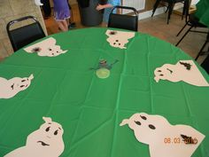Ghosts cut out from white poster board, with black construction paper faces. Ghostbusters Birthday Party, Ghostbusters Theme, Halloween Candy Bar, Halloween Birthday, 9th Birthday Parties, Birthday Fun, Die Geisterjäger, Movie Party, Ghost Busters