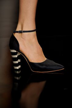 Detalhes // Acquastudio por Esther Bauman, SPFW, Verão 2014 RTW // Foto 41 // Desfiles // FFW Kitten Heels, Studio, Shoes, Fashion, Heel, Pictures, Moda, Zapatos, Shoes Outlet