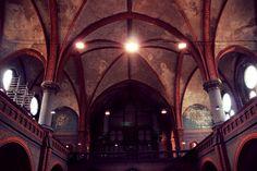 Blick in den Kirchraum Orgel & Co
