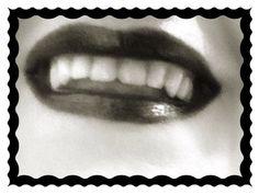 Batom negro . Amo o contraste branco/preto