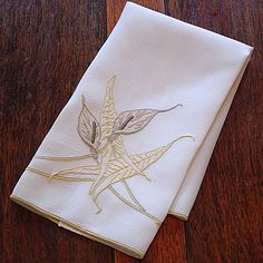 Em's Heart Linens -Vintage Madeira Marghab Embroidered Towel Calla Lily