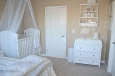 Mom Melissa created a soothing, neutral nursery for their new baby girl to call home that also serves as a lovely shared guest bedroom. Baby Bedroom, Baby Room Decor, Nursery Room, Kids Bedroom, Simple Neutral Nursery, White Nursery, Nursery Office Combo, Home Design, Design Ideas