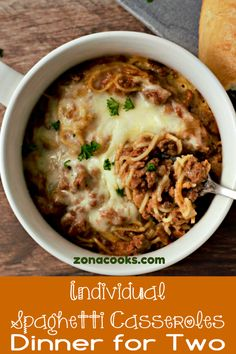 Individual Spaghetti Casseroles are filled with pasta gooey mozzarella cheese and an easy spaghetti meat sauce. This easy comfort food recipe makes a great lunch dinner or romantic date night meal for two. Easy Baked Spaghetti, Spaghetti Dinner, Spaghetti Casserole, Single Serve Meals, Single Serving Recipes, Dinner For One, Small Meals, Meals For Two, Recipes For Two