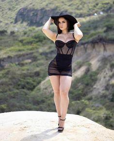 Sexy Outfits, Fashion Outfits, Beautiful Legs, Gorgeous Women, Curvy Women Fashion, Girl Fashion, Look Body, Pernas Sexy, Dress With Stockings