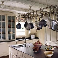 Choosing the right rack for hanging pots and pans can be confusing. Here are the top 20 best hanging racks for pots and pans for your kitchen. Kitchen Pantry, New Kitchen, Kitchen Storage, Kitchen Dining, Kitchen Decor, Kitchen Cabinets, Kitchen Utensils, Rustic Kitchen, Country Kitchen
