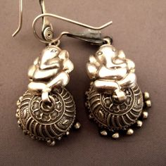 earrings in sterling found in Rajasthan dedicated to the god elephant Ganesh ... Weight : 13gr and 14gr Height : 8cm/3,14 inch