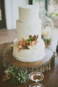 #WeddingCake | See this Country Chic Wedding on #SMP Weddings ~ http://www.stylemepretty.com/texas-weddings/austin/2013/12/13/rustic-austin-wedding/ Day 7 Photography