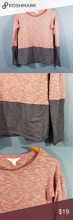 """💎3 for 20💎Sun & Shadow womens top Great condition  Size small  60% cotton, 40% polyester   Approximate measurements: Underarm to underarm 18"""" Length shoulder to hem 23"""" 👑 Sun & Shadow Tops"""