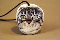 Die Katze eines Kunden, Scrimshaw von Gele #Schloetmann The cat of a customer, #Scrimshaw from Gele Schloetmann
