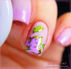 Fleurs en gel UV et dorures ️www.nail-art-marie.com