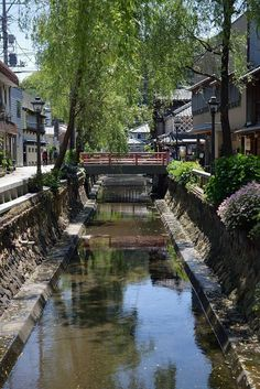 Shimoda, Shizuoka, Japan ペリーロード ・ a River Canal; Weeping Willows on both sides of the Canalーriver; and a residential area tooー all in one place just like how it was hundreds of years ago . Only in Japan. Hokusai, Japan Landscape, Art Japonais, Shizuoka, Visit Japan, Japanese Architecture, Japanese Culture, Japan Travel, Land Scape