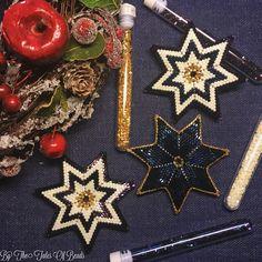 Beaded Stars by TheTalesOfBeads Seed bead stars puffy stars made with Toho hexagon beads #beaded #beadedstar #beading #christmasdecor #christmasornaments #handmade #beadwork #peyote #beadedstars #beadweaving #diychristmas #thetalesofbeads #tohobeads #toho #shiny #glitter #hexagonbeads