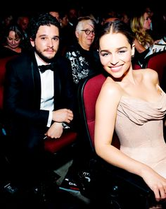 Kit Harington and Emilia Clarke or Jon Snow and Daenerys Targaryen Kit Harington, Emilia Clarke, English Actresses, British Actresses, Actors & Actresses, Game Of Thrones Series, Game Of Thrones Cast, Jon Schnee, Kit And Emilia