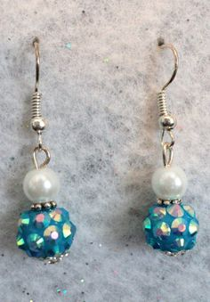 Wonderful dangle earrings for your special day! The earrings are deigned with white glass pearls and blue sparkle acrylic beads. These earrings