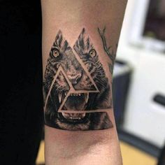 Roaring Lion Triangle Tattoo On Hands For Men …