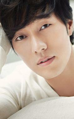 SO JI-SUB - His innocent look...*swoons*