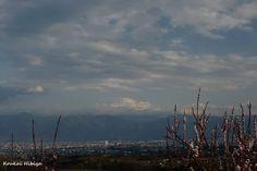 相片:富士山と桃の花 開花  何処にふじさん?・・・ ごあいさつ程度です。  Photography by Koukai Hibiya #cooljapan #Japan #日本 #富士山 #sky #fujisan