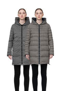 """デュベティカのブランドアイコンともいえるフードトップまで続くダブルファスナーのフルジップデザインとリバーシブル仕様が特徴の""""isla-erre(イズラエレ)""""。イタリア・リモンタ社製千鳥格子柄プリントナイロンと杢調ナイロンのを使用したミドル丈のリバーシブルダウンコートです。また裾に調節可能なドローコードが付いて防寒性に優れています。"""