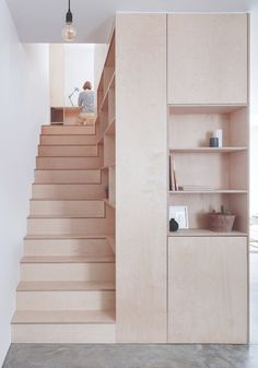 A great example of a maisonnette converted around a minimalist plywood kitchen Rustic Stairs, Wooden Stairs, Staircase Storage, Stair Storage, Interior Stairs, Home Interior Design, Plywood Interior, Plywood Furniture, U Shaped Staircase