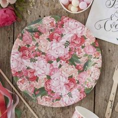 Boho Floral Design Paper Party Plates by GINGER RAY we're using paper plates and these are so much more glamorous. Bohemian Wedding Flowers, Boho Wedding, Wedding Ideas, Wedding Photo Props, Photo Booth Props, Tea Party Decorations, Decoration Table, Motif Floral, Floral Design
