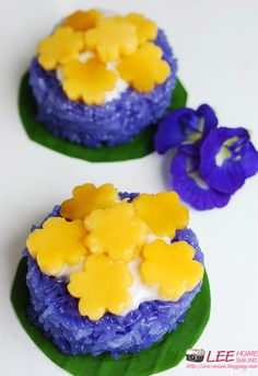 Mango & Sweet Sticky rice with purple colour from flower