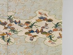 Kosode with Design of Shells and Sea Grasses Period: Edo period (1615–1868) Date: early 17th century Culture: Japan Medium: Embroidery and gold leaf on plain-weave silk patterned with warp floats