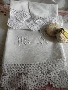 linge ancien Belle serviette de toilette en lin monogrammée 1870