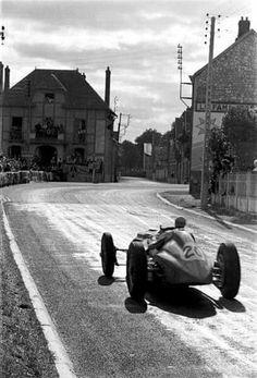 """frenchcurious: """"Louis Chiron (Talbot-Lago T26C) Grand Prix de France - Reims-Gueux 1947 """"photo de Louis Klemantaski"""" - UK Racing History. """""""