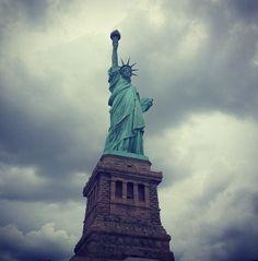 Statue of Liberty • New York City Cursos de idiomas en el exterior CAUX InterCultural. Para aprender o mejorar el idioma. Desde 2 a 52 semanas. Programas de 20,25 y 30 lecciones semanales.  Para mayor información escribenos a intercultural@cauxig.com #Cursos de idiomas #inglés #educación #NYC