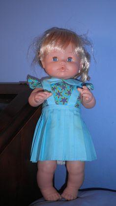 Falda con tirantes e blusa combinada