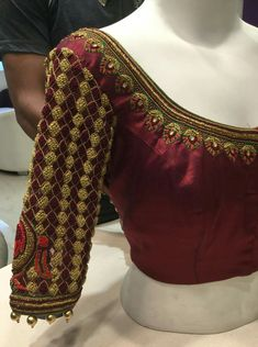 South Indian Blouse Designs, Simple Blouse Designs, Sari Blouse Designs, Bridal Blouse Designs, Blouse Styles, Blouse Desings, Whatsapp Messenger, Work Blouse, Sleeve Designs