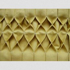 Tutorial for sewing smocking / honeycomb pleating Sewing Tutorials, Sewing Hacks, Sewing Patterns, Smocking Patterns, Sewing Tips, Quilt Patterns, Fabric Crafts, Sewing Crafts, Sewing Projects