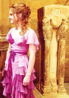 Emma Watson: Hermione Granger in Yule Ball Images Harry Potter, Harry Potter Books, Harry Potter Love, Harry Potter Characters, Harry Potter World, Hermione Granger, Costume Birthday Parties, Ball Hairstyles, Wedding Hairstyles